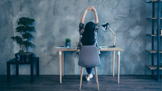A Nike Master Trainer's 4-minute desk detox routine to do every day while you WFH